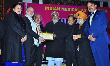 Dr.Zora Singh receiving award by Punjab Health Minister Mr Surjit Kumar Jyani - Desh Bhagat University